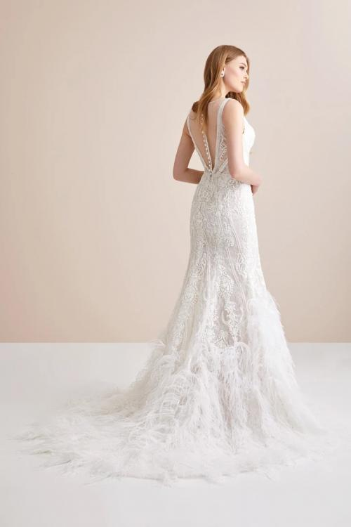 Generous & Charming Column V-neck Feathers/Fur Lace Court Train Long Wedding Dresses