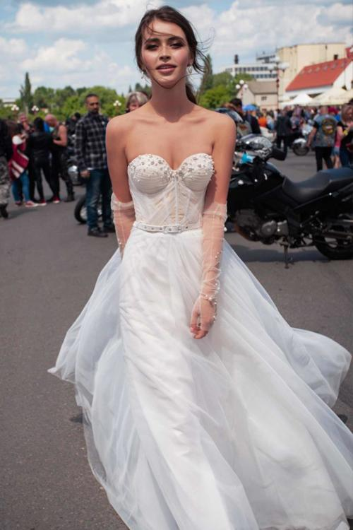 A-line Sweetheart Sleeveless Pearl Detailing Sashes/Ribbons Sweep/Brush Train Long Wedding Dresses (Including the Gloves)