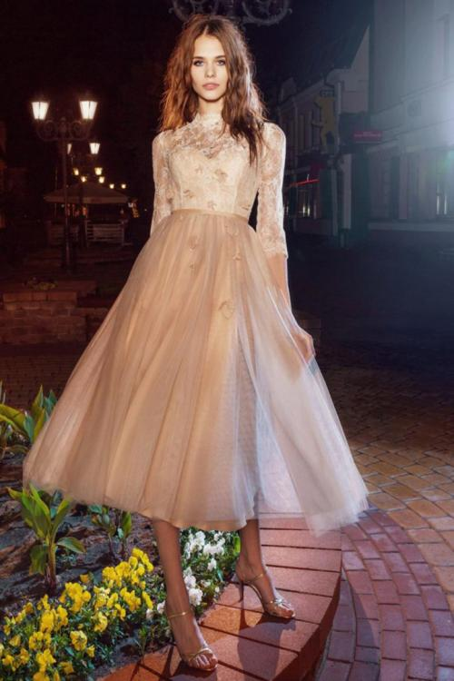 A-line Jewel Neckline 3/4 Length Sleeves Lace Bodice Hand Made Flowers Tea-length Short Tulle Cocktail Dresses