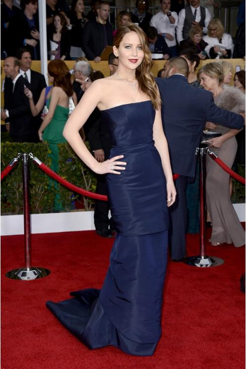 Elegant Jennifer Lawrence Strapless Navy Satin Chapel Train Prom Dress
