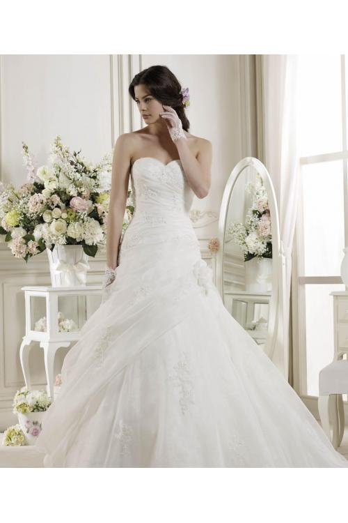Simple A-line Sweetheart Beading&Sequins Lace Sweep/Brush Train Organza Wedding Dresses