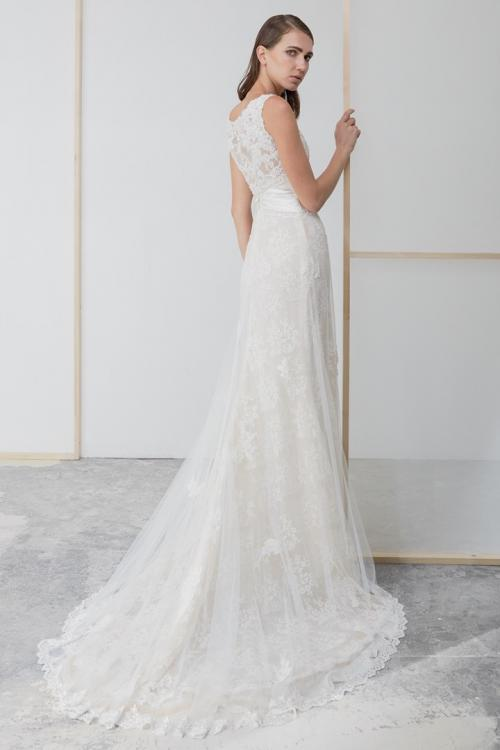 Sheath/Column Scoop Neckline Sleeveless Lace Appliques Sweep/Brush Train Long Tulle Wedding Dresses