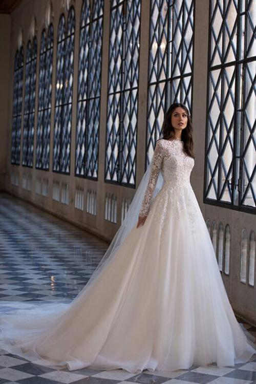 Elegant A-line Scoop Neck Long Sleeves Lace Appliques Court Train Long Tulle Wedding Dresses