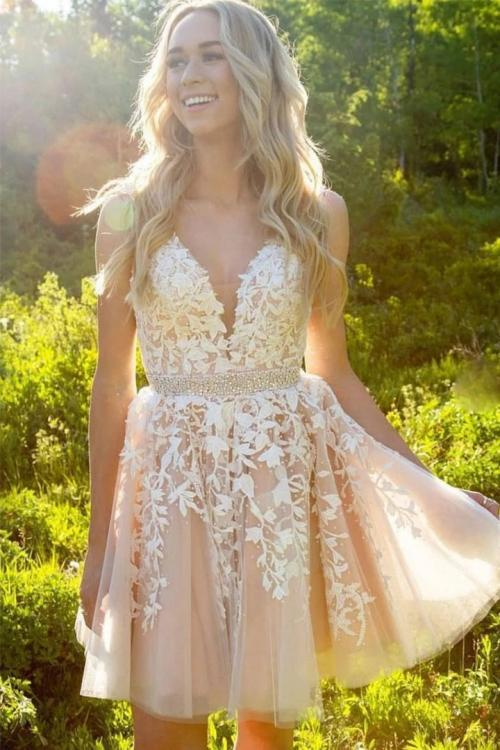 Charming V-neck Sleeveless Lace Appliques Mini Bridesmaid Tulle Short Dress with Beading Belt