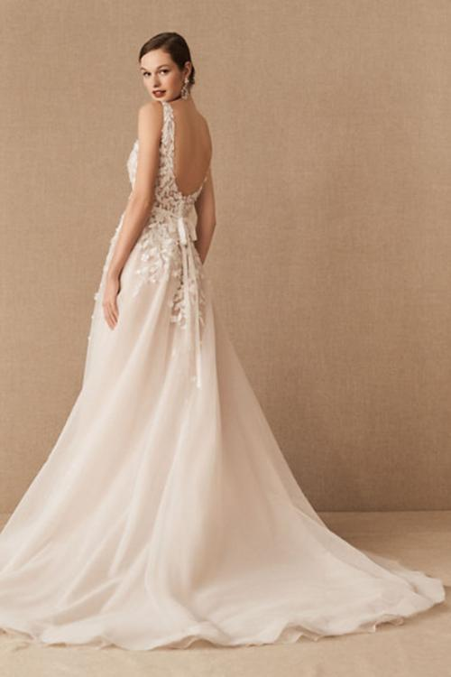 A-line V-neck Sleeveless Lace Appliques Sweep/Brush Train Long Organza Wedding Dresses