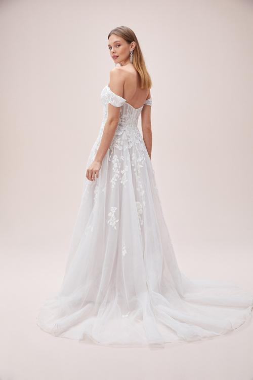 A-line Sweetheart Lace Appliques Split Sweep/Brush Train Long Organza Wedding Dresses