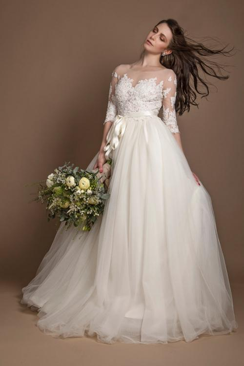 3/4 Lace Sleeves Ball Gown Tulle Wedding Dress with Ribbon