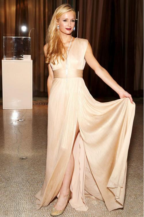 Elegant Sleeveless Full Back Long Champagne Chiffon Beach Style Prom Dress with Ribbon