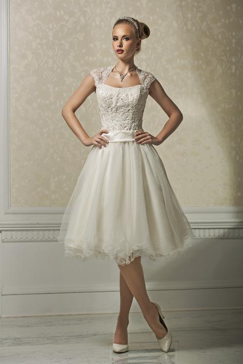 Charming A-line Straps Beading&Sequins Lace Knee-length Organza Wedding Dresses