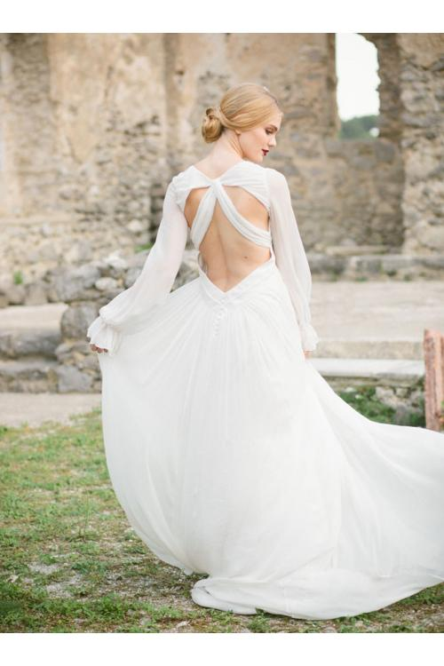 Simple Backless Long Sleeved V Nec Chiffon Wedding Dress