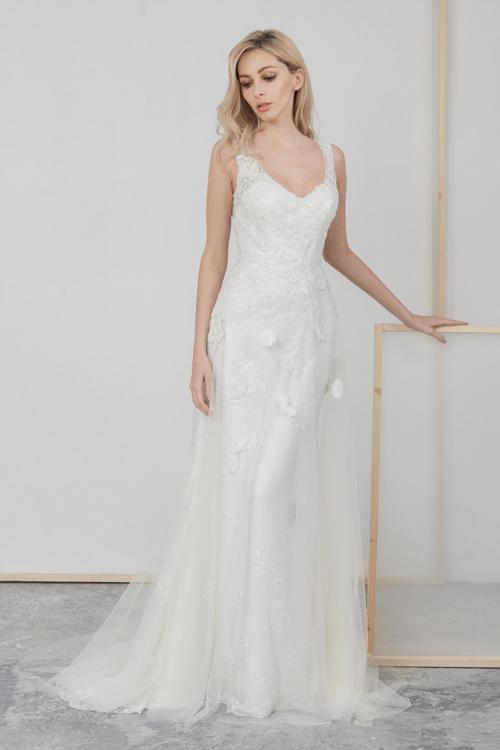Column Shoulder Straps Sleeveless Sequins Appliques Sweep/Brush Train Long Tulle Wedding Dresses