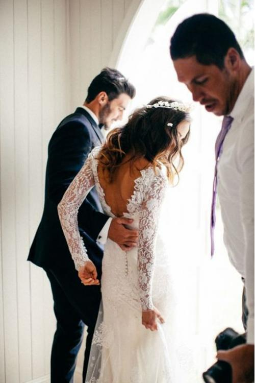 Charming Long Sleeve V Neck Lace Wedding Dress