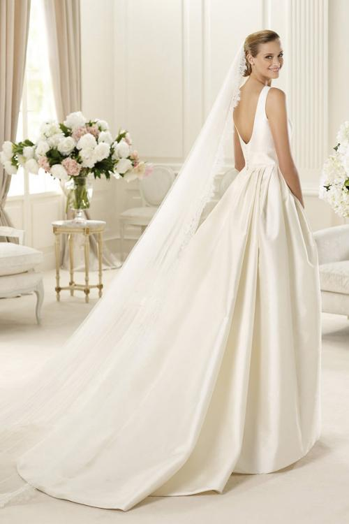 Sleeveless Bateau Neck Ball Gown Satin Wedding Dress with Pockets