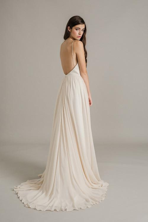 Simple A-line Sweep/Brush Train Spaghetti Straps Long Chiffon Wedding Dress