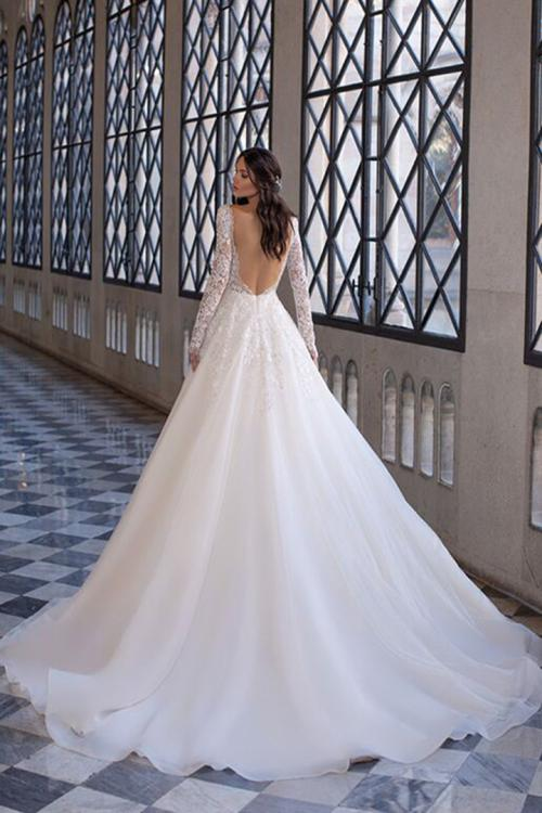 Elegant A-line Jewel Neck Long Sleeves Lace Appliques Court Train Long Tulle Wedding Dresses