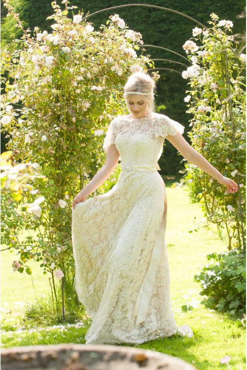 Flutter Short Sleeves Long Ball Gown Lace Wedding Dress with Sash