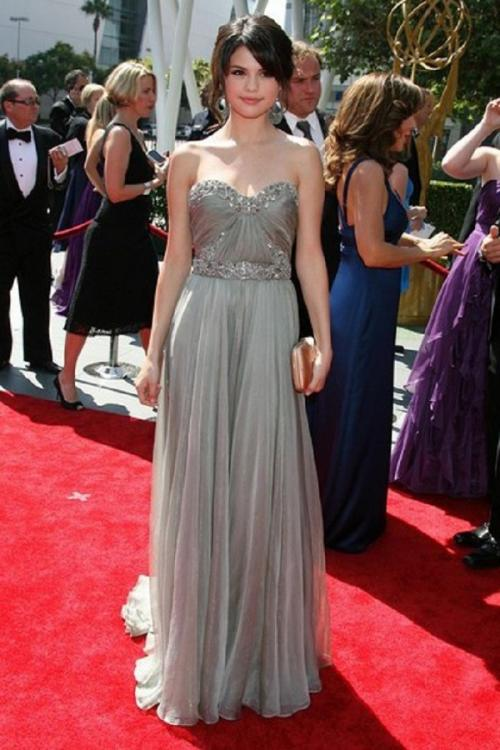 Selena Gomez Elegant Beading Strpaless Sweetheart Pleated Silver Chiffon Prom Dress