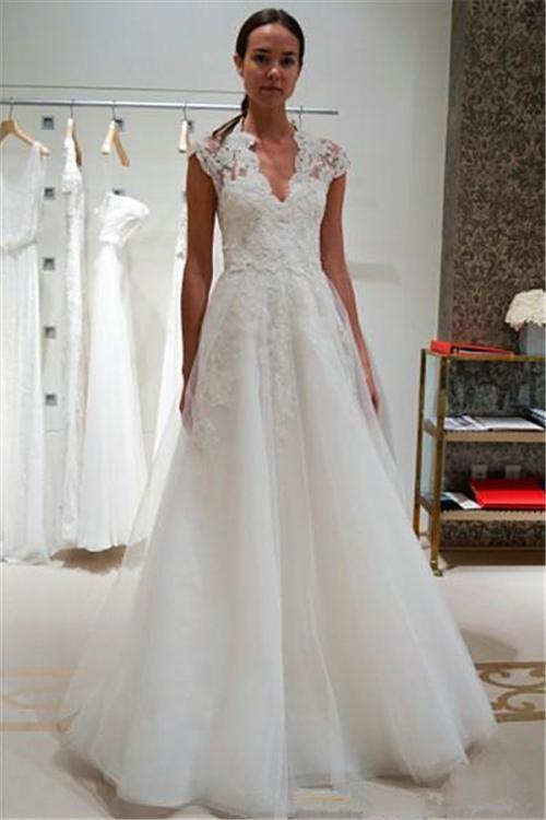 Chic Elegant Cap Sleeve Lace Bodice A-line Tulle Full Back Wedding Dress