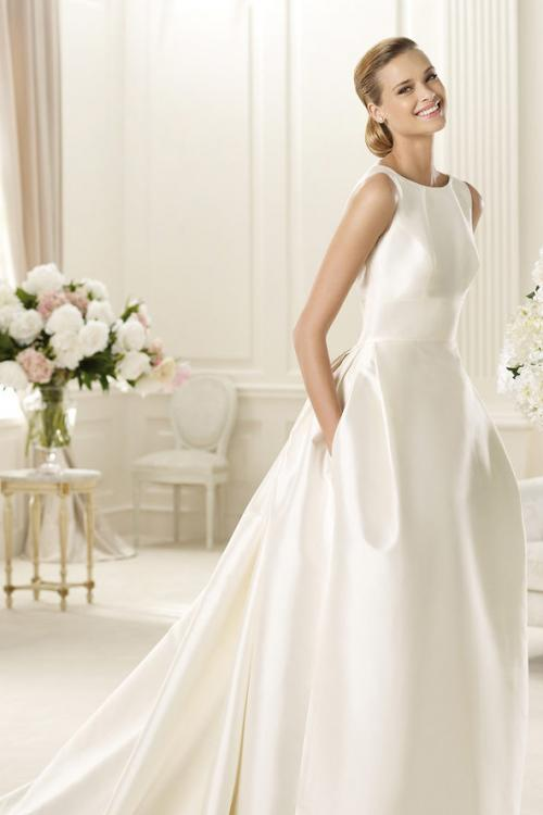 Sleeveless Bateaau Neck Ball Gown Satin Wedding Dress with Pockets