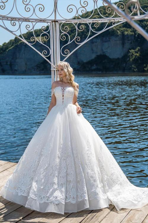 Egegant Off-the-shoulder Sleeveless Lace Appliques Court Train Long Ball Gown Wedding Dresses