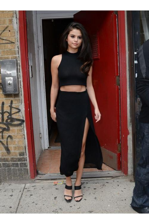 Selena Gomez Sheath/Column Jewel Sleeveless Split Tea-length Short Prom Dress