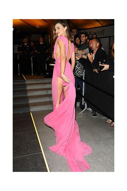 Miranda Kerr Sexy Rose Plunging Neckline Thigh high Split Prom Dress 2016 Cannes Film Festival