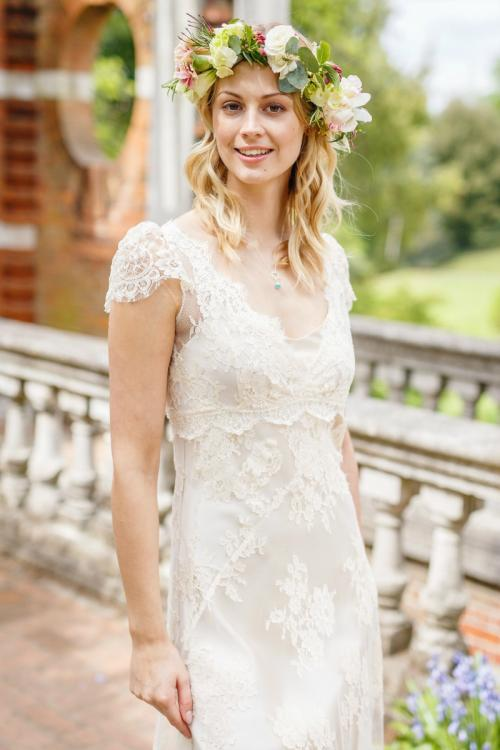 Boho Scoop Neck V Nack Empire Lace al over Wedding Dress with Cap Sleeves