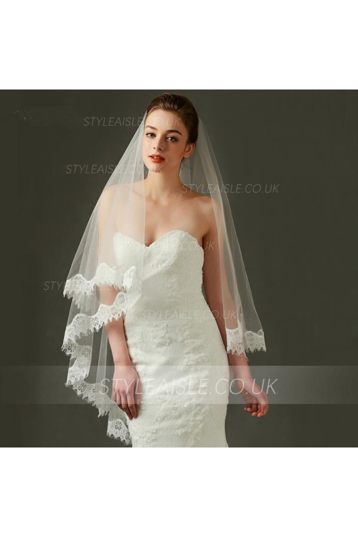 Exquisite Lace Trimmed Long Tulle Wedding Veil