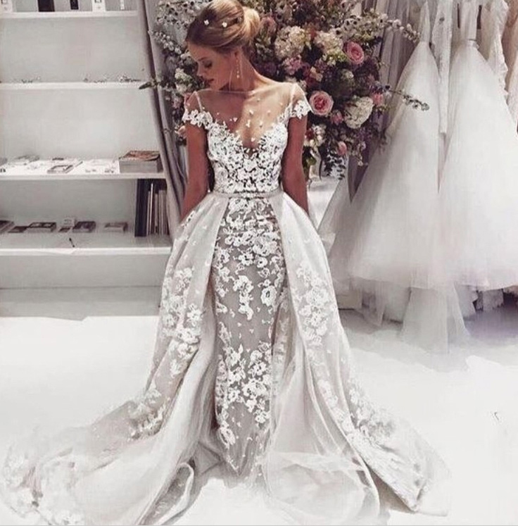 Beautiful Illusion Neck Lace Appliques Ball Gown Organza Flared Wedding Dress
