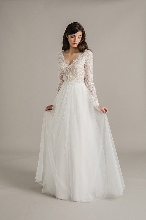 Elegant A-line V Neck Long Sleeved Lace Top White Tulle Wedding Dress