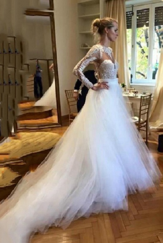 Sexy Backless Ball Gown Lace overlay White Tulle Wedding Dress with Long Sleeves