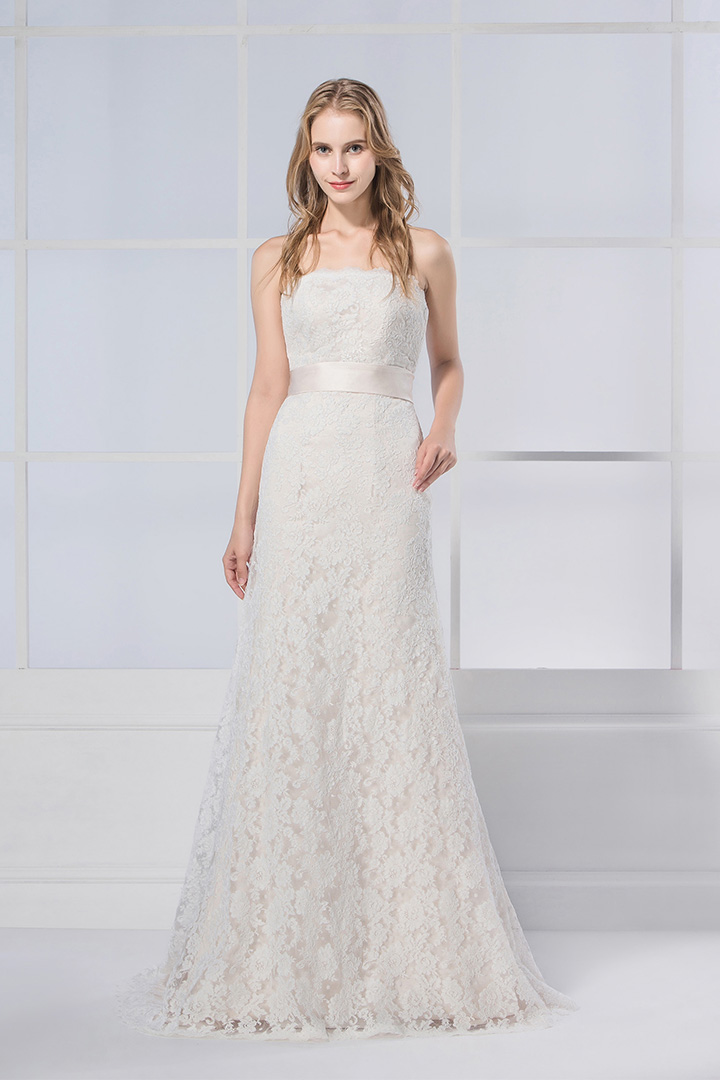 Exquisite Strapless A-line Lace Patterns Wedding Dress