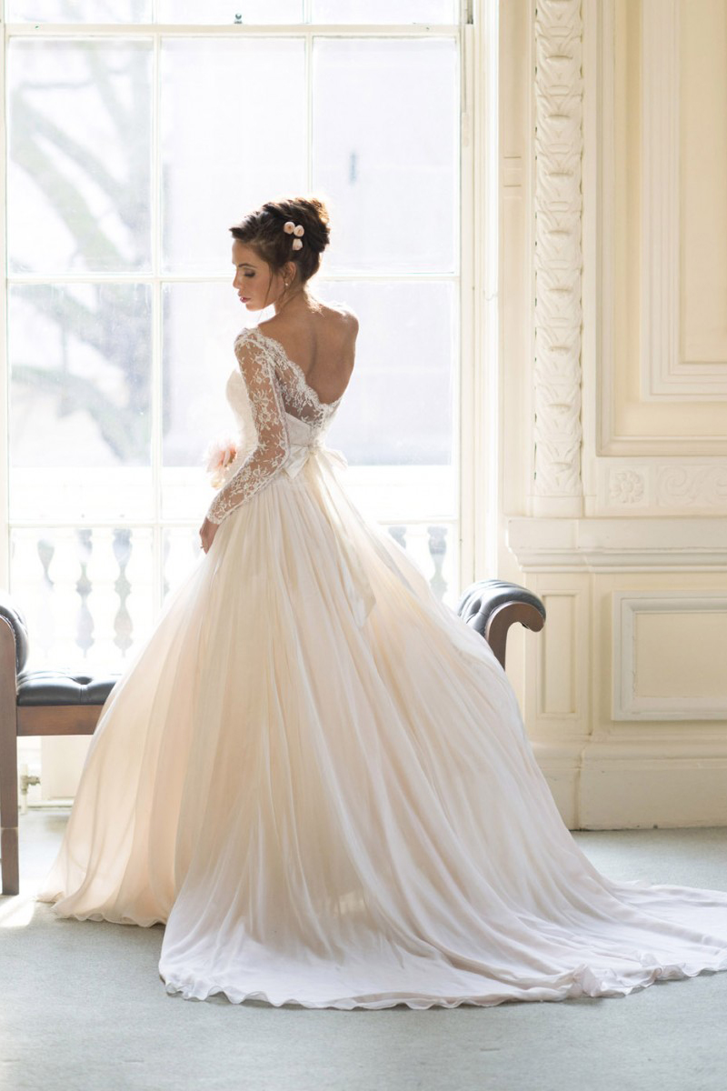 Bateau Illusion Neck Lace Appliques Long Sleeve Ball Gown Chiffon Wedding Dress