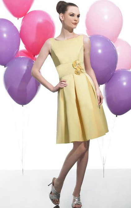 Natural Satin Knee-length Zipper Sleeveless Bridesmaid Dresses