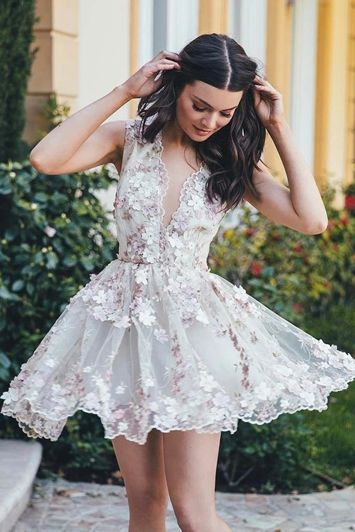 Deep V-neck Sleeveless Hand Made Flowers Mini Prom Lace Short Dress