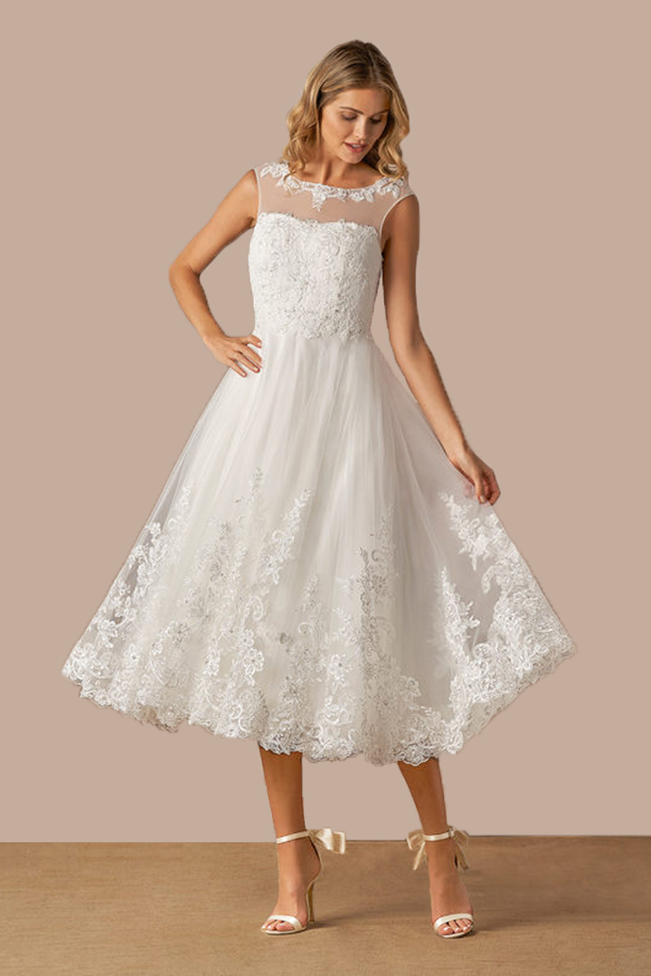 A-line Scoop Neckline Sleeveless Lace Appliques Tea-length Short Tulle Wedding Dresses with Buttons