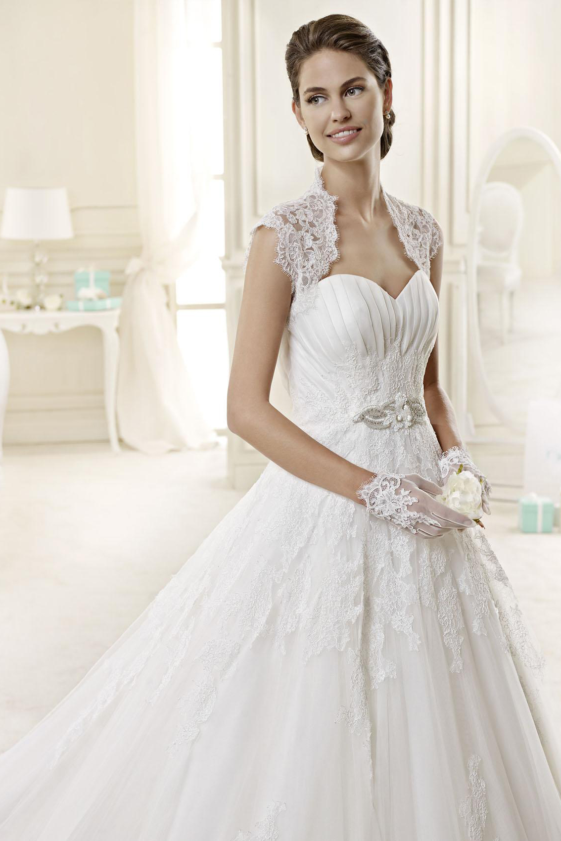 Exquisite A-line Sweetheart Beading Lace Chapel Train Tulle Wedding Dresses