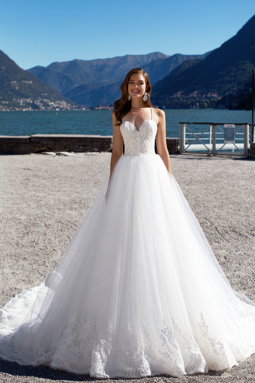 Spaghetti Straps Long Princess White Tulle Wedding Dress