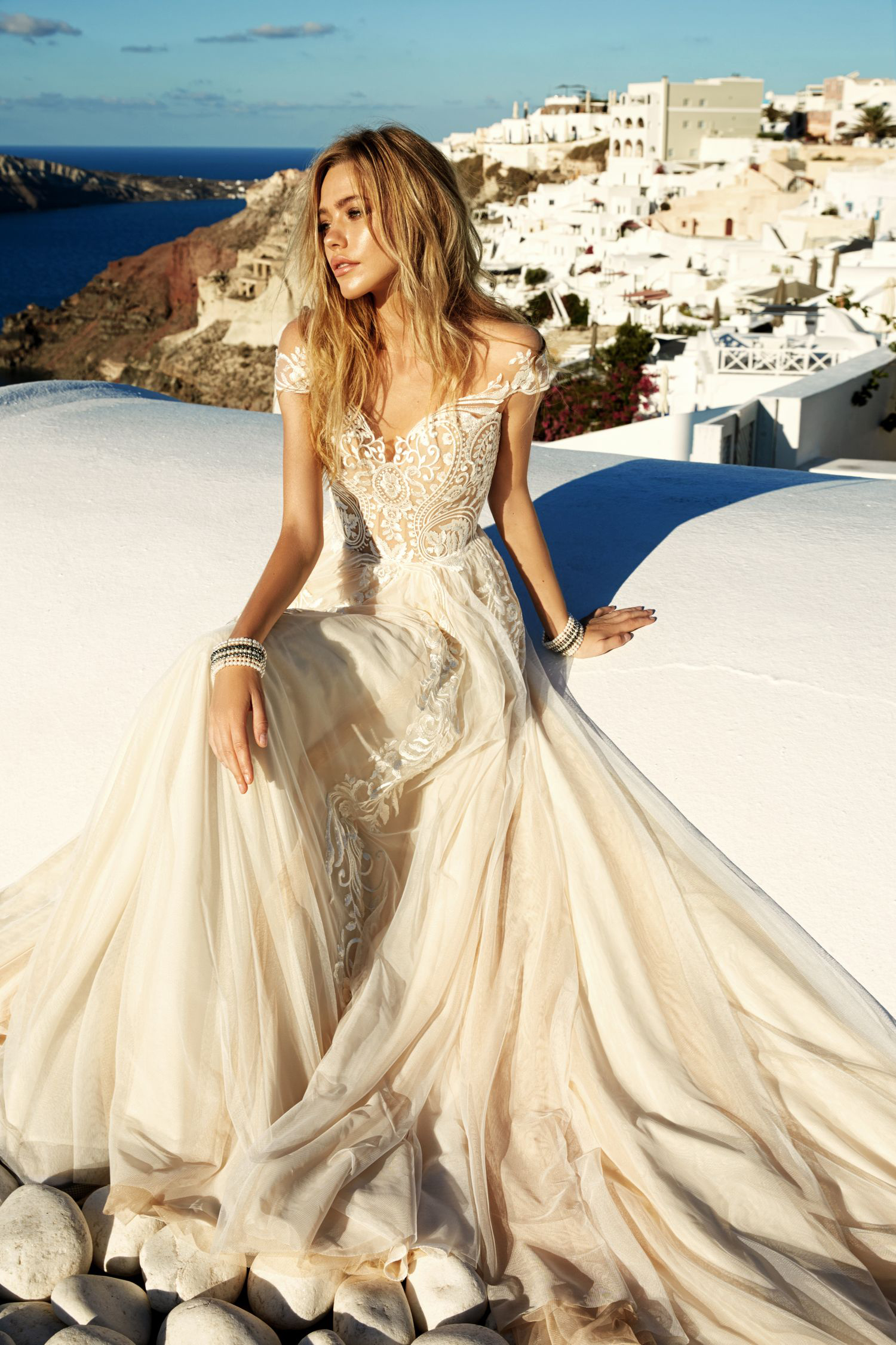 Boho Vintage Illusion Neck Lace Embroidered Long A Line Colored Wedding Dress With Cap Sleeves