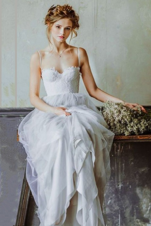 Elegant Lace Bodice Spaghetti Straps A-line/Princess Tulle Boho Beach Wedding Dress