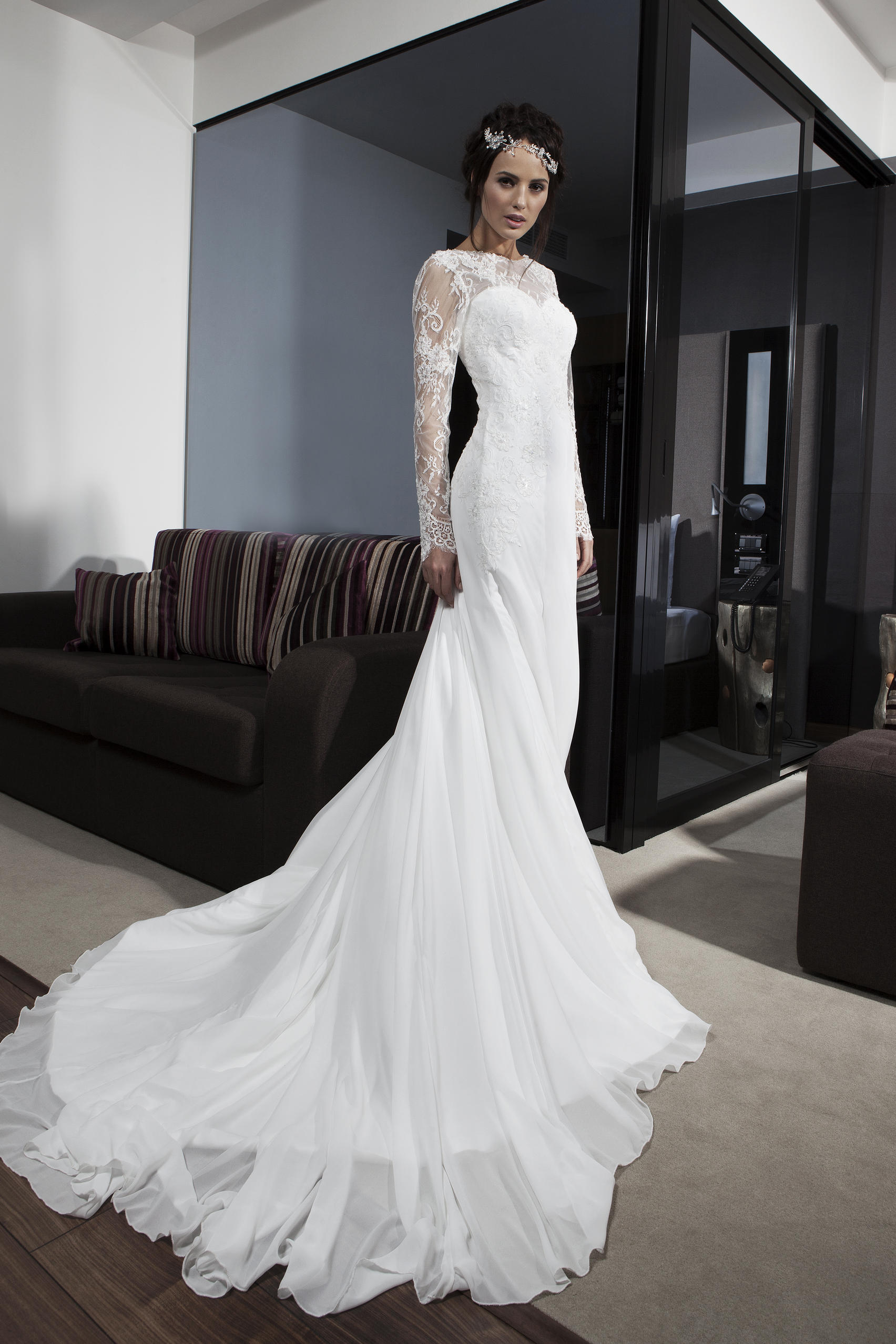 Chic Long Sleeved Lace Fit Flared Chiffon Wedding Dress