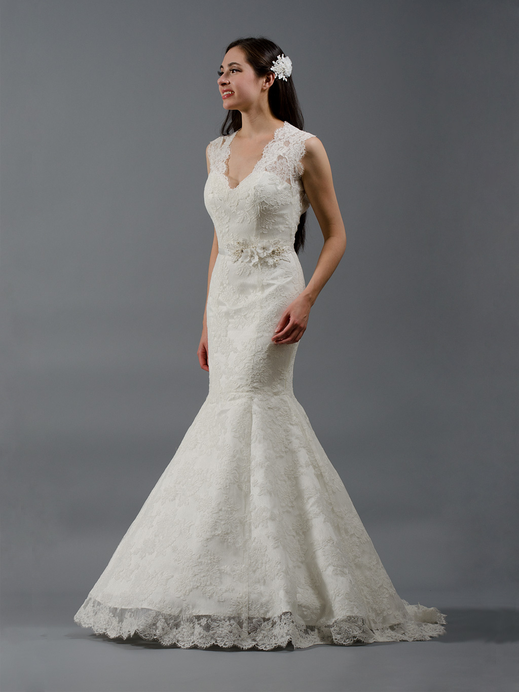 V Neck Sleeveless Floral Lace Patterns Mermaid Embrodiered Lace Wedding Dress with Flower