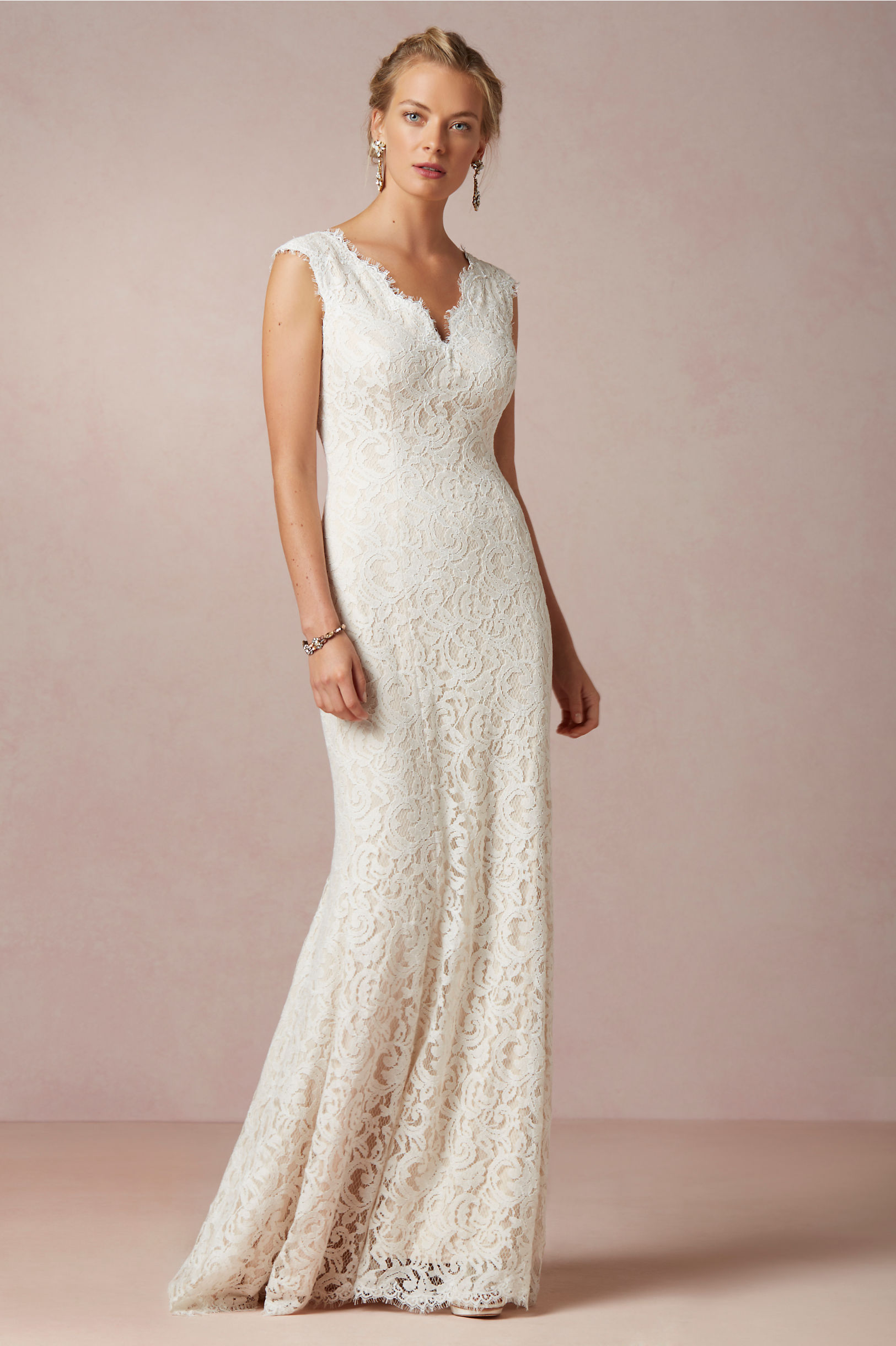 Scalloped V Neck Sheath Lace Pattern Wedding Dress