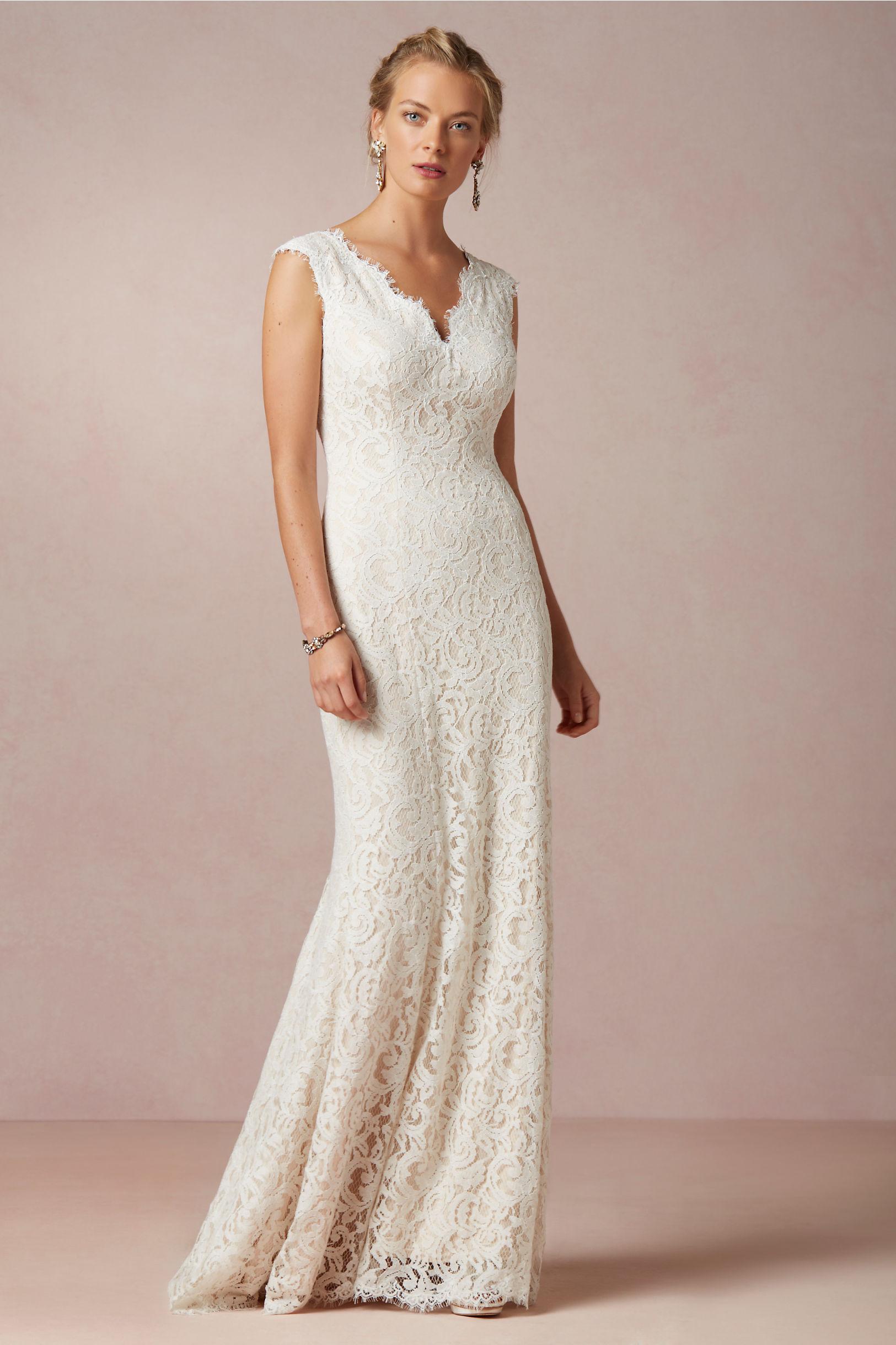 Scalloped V Neck Sheath Lace Pattern Wedding Dress