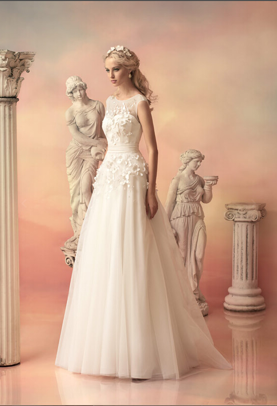 Sleeveless Scoop Neck Flowers Appliqued A-line Tulle Wedding Dress