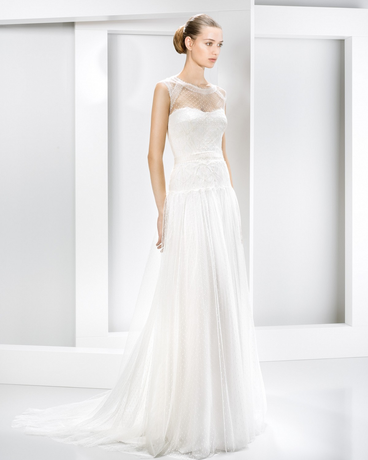 Vintage Sleeveless Lace Pattern Tulle Wedding Dress with