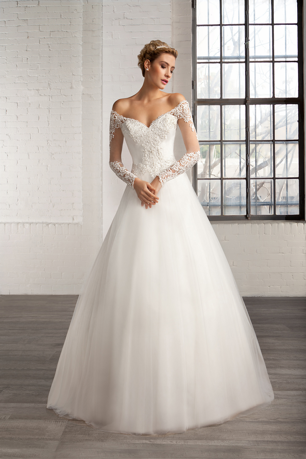 Home Wedding Dresses Beautiful Lace Bodice Ball Gown Tulle Wedding ...