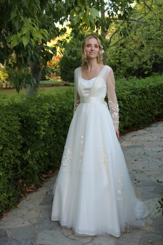 Dreamy Long Sleeves Flowers Trimmed Long Tulle Wedding Dress with Bow Ribbon