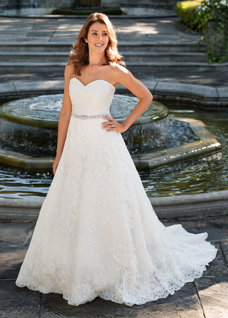 Classical Strapless Lace Wedding Dress with Beaded Belt