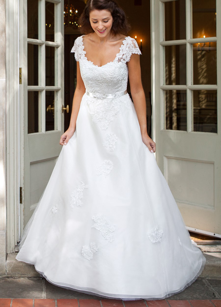 V Neck Cap Sleeve Lace Bodice A-line Tulle Wedding Dress with Ribbon